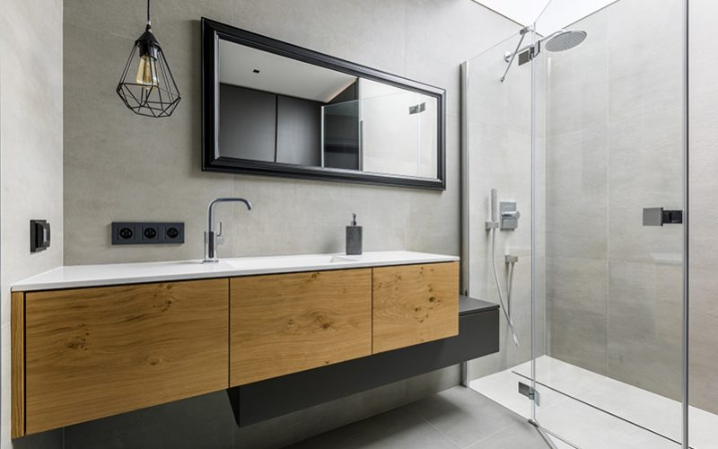 Modern-bathroom-with-shower-692648194_2125x1416